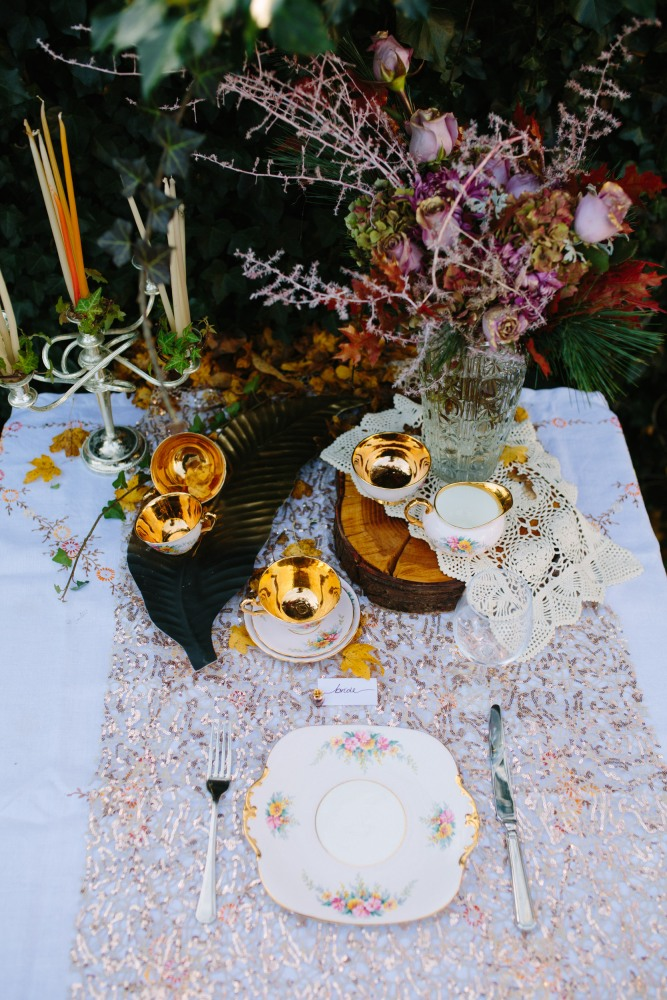 golden table setting: Design by Felicity Westmacott, Photography by Jessica Partridge, Frost on the Leaves Photoshoot, bouquet by Muscari Whites: